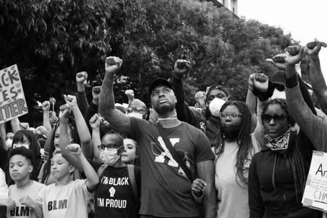 Damian Lillard jugador de los Portland Trail Blazers en una manifestación antirracista del movimiento Black Lives Matter. Autor: Mathew Roth, 04/06/2020. Fuente: Flickr (CC BY-NC 2.0.)