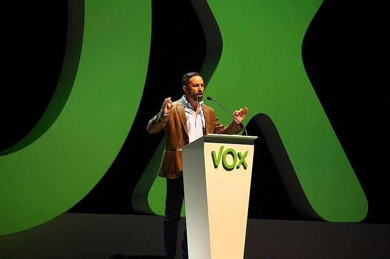 Santiago Abascal, líder de Vox, en un acto en Vistalegre, Madrid. Autor: Contando Estrelas, 07/10/2018. Fuente: Flickr (CC BY-SA 2.0.)