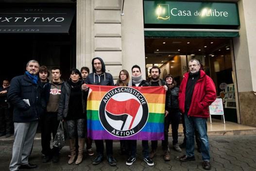 Un grupo de izquierda y LGTB se manifiesta en Cataluña contra un libro homófobo. Autor: Brais G. Rouco. Fuente: Cristianos Gays  (CC BY-NC-ND 3.0).