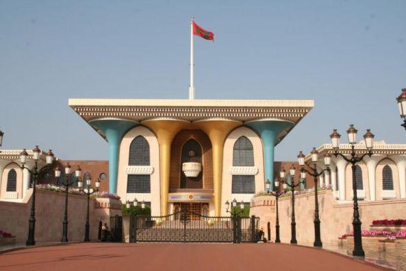 El Palacio de los Sultanes en Mascate en Oman, una de las últimas monarquías absolutas. Autor: Ian Sewell, diciembre de 2016. Fuente: Ianandwendy, (CC BY-SA 3.0)