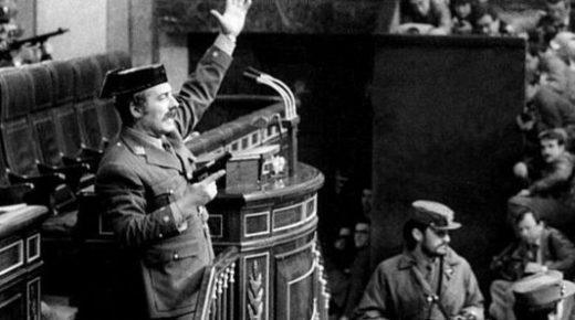 Antonio Tejero da un golpe de Estado, 23/02/1981. Autor: Manuel P. Barriopedro. Fuente: El País (CC BY-SA 4.0).