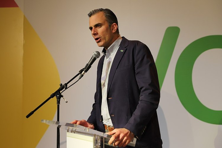 Javier Ortega en una Asamblea de VOX. Autor: Derechaunion, 13/01/2017. Fuente: Wikipedia Commons (CC BY-SA 4.0)