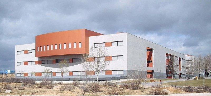 Universidad Rey Juan Carlos (URJC), Campus de Móstoles (Comunidad de Madrid). Autor: Zarateman, 17/11/2018. Fuente: Wikimedia Commons