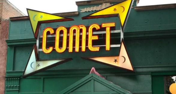 –Pizzeria Comet. Autor: DOCLVHUGO, 7/12/2016. Fuente: Wikimedia Commons (CC BY-SA 4.0).