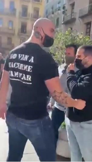 Los agresores ultraderechistas que expulsaron a los periodistas de La Sexta. Autor: Captura de pantalla realizad el 28/01/2020 a las 18:01h. Fuente: Twitter