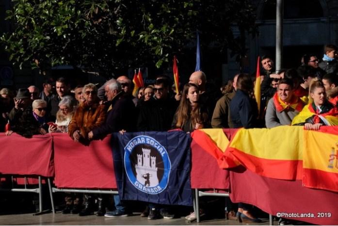 Miembros del grupo neofascista Hogar Social Granada se manifiestan durante la Toma de Granada. Autor: Photolanda, 02/01/2019. Fuente: Flickr (CC BY-NC-SA 3.0.)