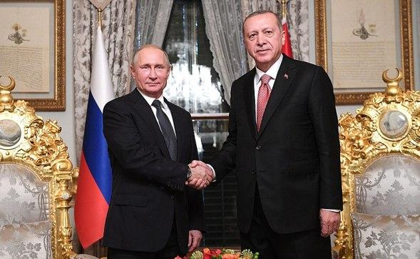 Vladimir Putin, líder ruso, y Recep Tayip Erdogan, presidente de Turquía. Autor: Kremlin.ru, 19/11/2018. Fuente: Kremlin.ru (CC BY 4.0.) democracia iliberal
