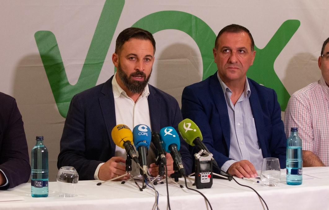 Santiago Abascal, líder de Vox, con Juan Antonio Morales. Autor: Vox España, 10/09/2018. Fuente: Flickr