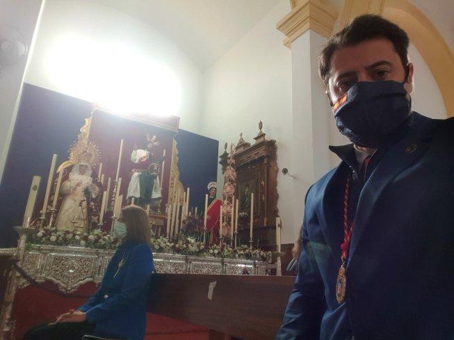 Alejandro Vélez de Vox Extremadura visitando, el Domingo de Ramos, la Hermandad y Cofradía de la Entrada Triunfal de Cristo en Jerusalén (Santísimo Cristo Rey), Santísimo Cristo de la Paz y Nuestra Señora de la Palma. Fuente: Twitter