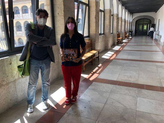 José Miguel Gándara, colaborador de Al Descubierto, y Carmen Jiménez Borja, en el Ayuntamiento de Valladolid. Autor: Ayuntamiento de Valladolid, 39/06/2021. Fuente: Propia