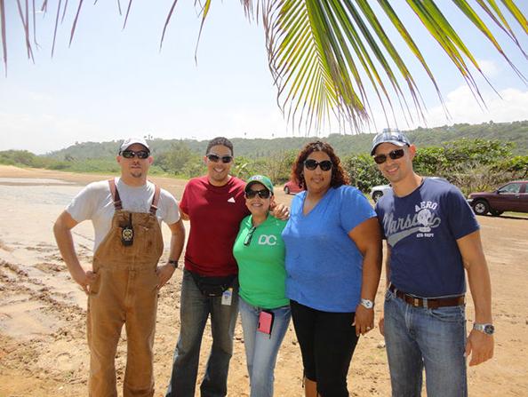 Participantes de las Cortes de Drogas de Mayagüez y Arecibo trabajan para conservar recursos naturales
