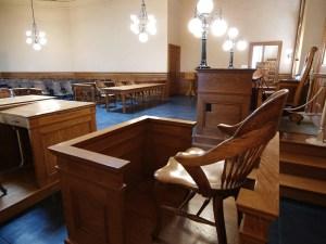 Revoca el Tribunal Supremo decisión que desestima causa criminal por ausencia de testigos en sala