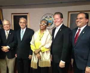 Firmadas leyes que devuelven facultades al Colegio de Abogados de Puerto Rico