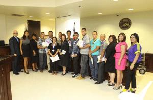 Participantes Graduados y reconocidos en el Segundo Día de Logros y Componentes de la Corte de Derogas  junto a la Hon. Aixa Rosado Pietri, Jueza Administradora y Jueza Coordinadora de la Corte de Drogas