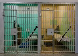 Ley propone que confinados de 60 años o más salgan antes de cumplir condenas