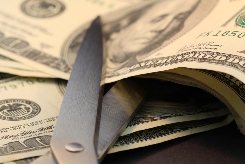 Proponen ley para fijar sueldo anual máximo de jefes de agencias en $73 mil
