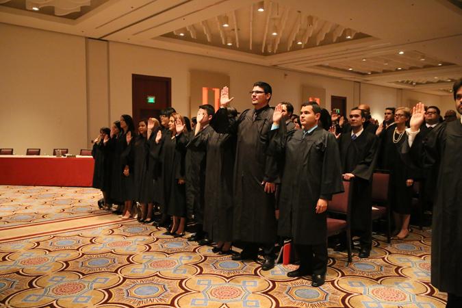 Juramentan 175 nuevos abogados y abogadas