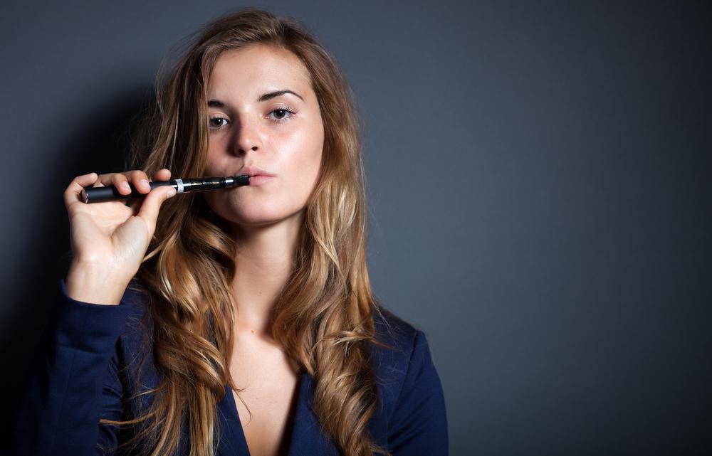 Prohibida la venta de cigarrillos electrónicos a menores de edad