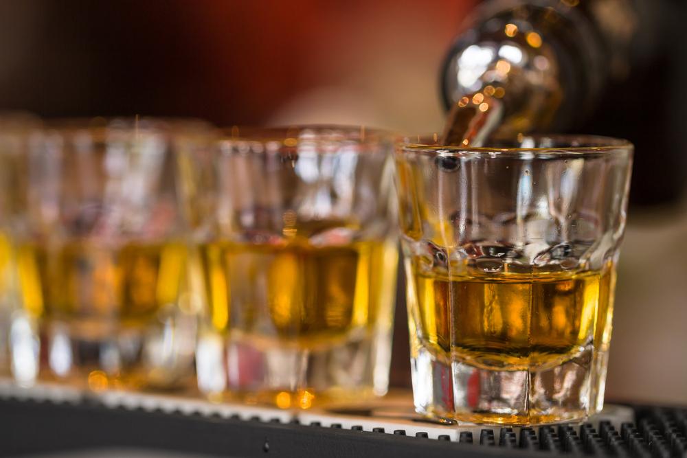 Hombre muere luego de 56 tragos, bartender es condenado por homicidio