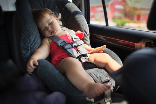 Dejar a bebé en auto no es necesariamente negligencia, según Tribunal Supremo de Nueva Jersey