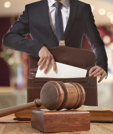 La Asociación de Abogados demanda al Gobierno por exigir colegiación de abogados en plazas laborales
