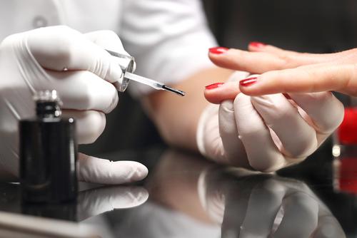 Legislatura reglamentará profesión de técnica de uñas