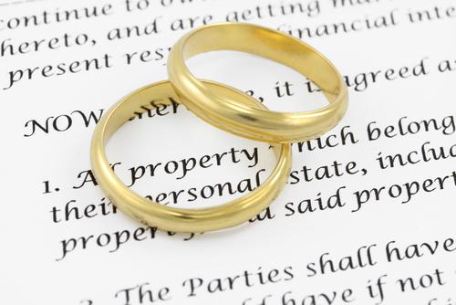 ¿Con quién se casan los abogados?