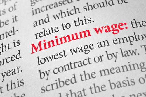 Proyecto para implementar en la isla nueva ley federal de salario mínimo ($13.44 la hora)