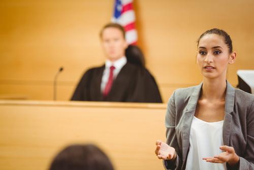 Alza en número de personas que se representan a sí mismos en tribunales por dificultades económicas
