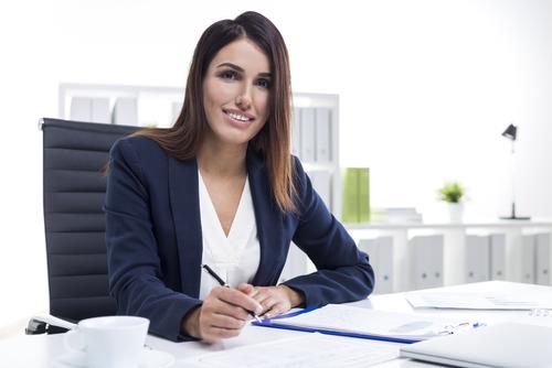Revista busca las mejores cincuenta oficinas de abogadas para mujeres en la práctica