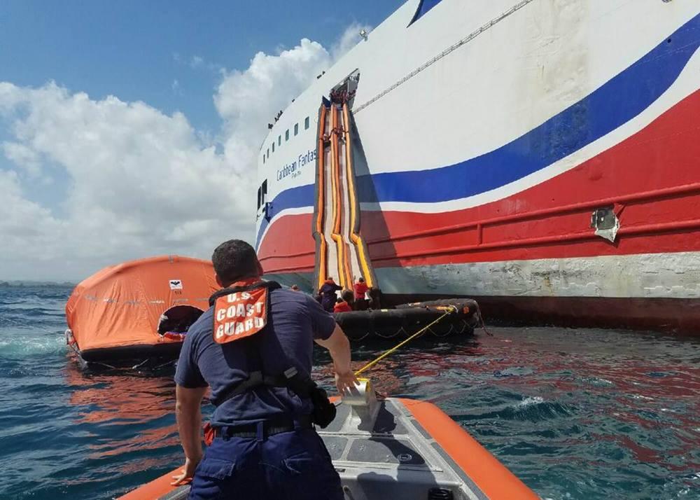 Baja Ferries solicita limite de daños por fuego del Caribbean Fantasy en alta mar