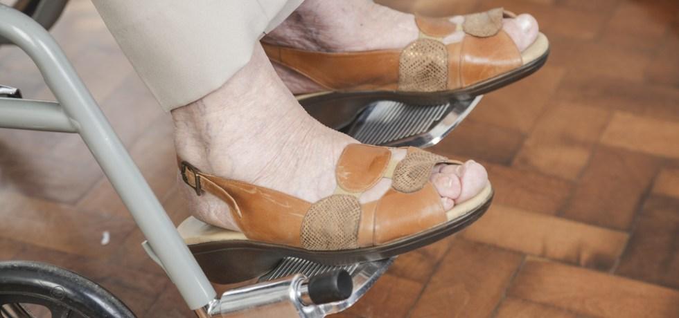 Encuentran causa para juicio contra mujer por maltratar envejeciente en centro de cuido