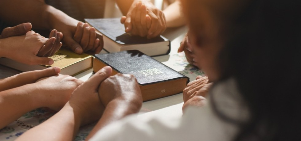 Gobernador anuncia presentará proyectos de consenso sobre libertad religiosa y prohibición de terapias reparativas