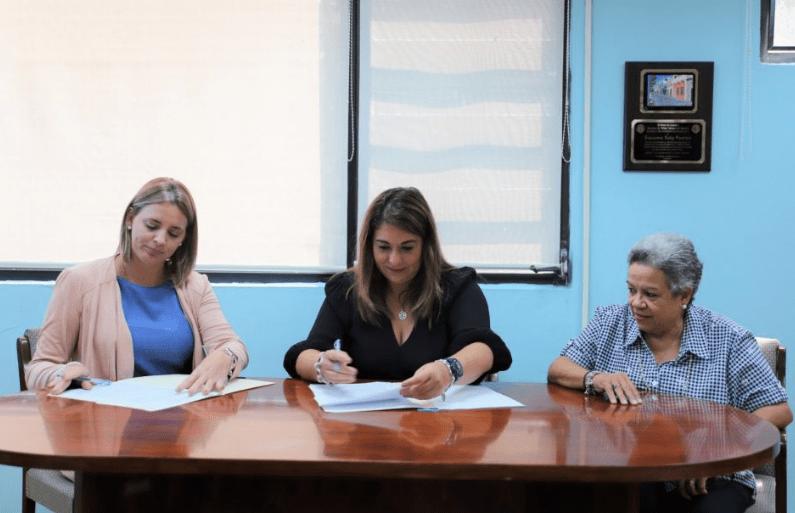 ASSMCA y Hogar Ruth firman acuerdo colaborativo para mejorar servicios a mujeres víctimas de violencia
