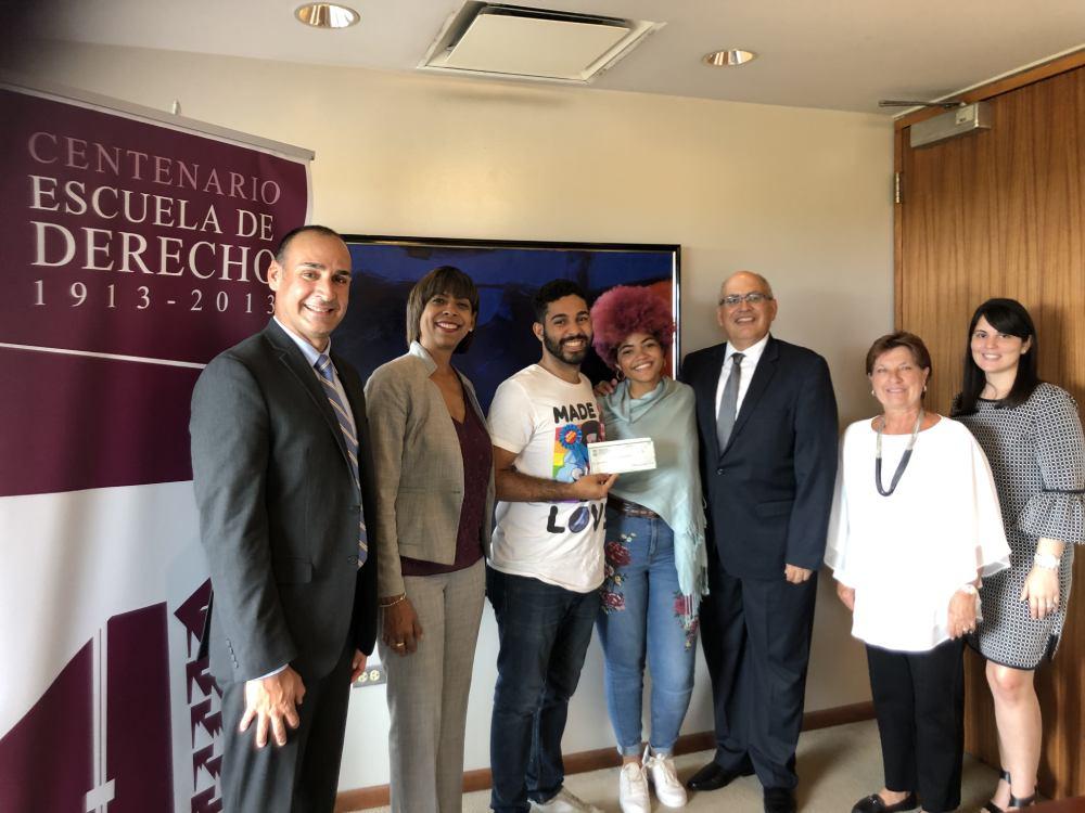 Entregan Beca Carmen M. Vargas Capriles a estudiante de Derecho UPR