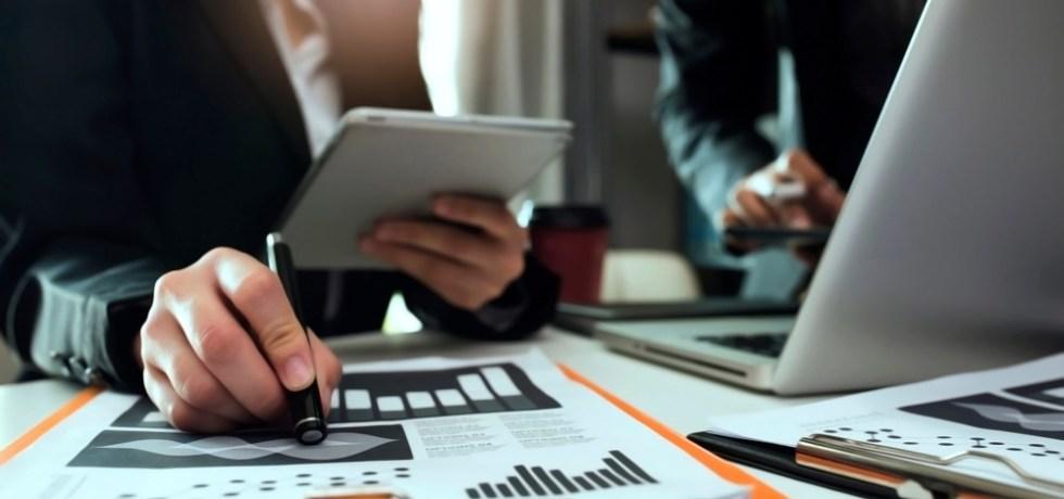 Proyecto busca acabar con la sobrefacturación de contratistas en el gobierno