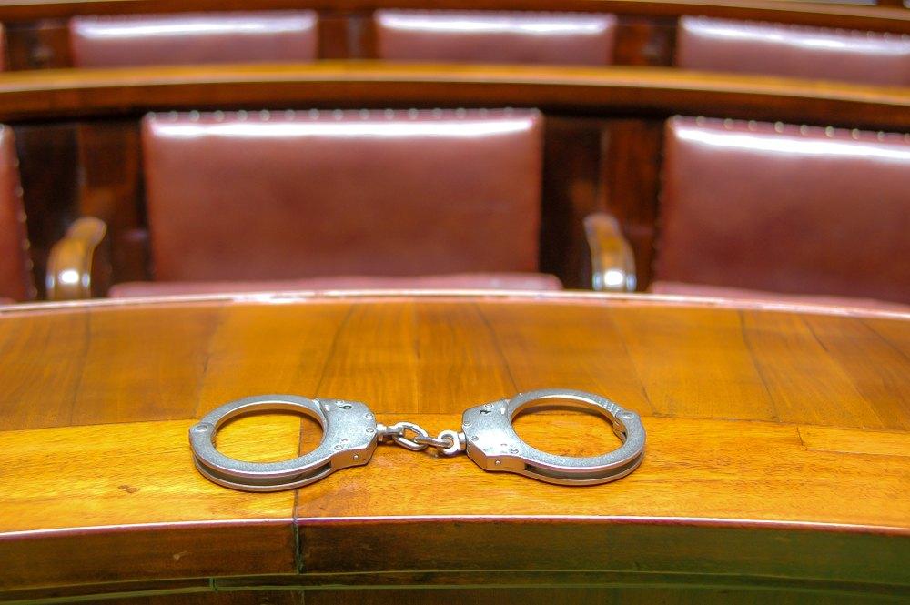 acusación; indictment; tribunales