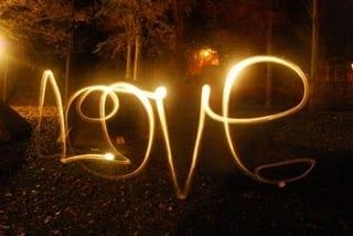 Cara Membuat Kekasih Semakin Jatuh Cinta