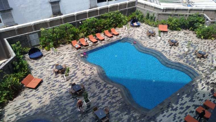 Grand Mercure Swimming Pool