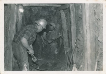 Photo of men in a tunnel digging for gold