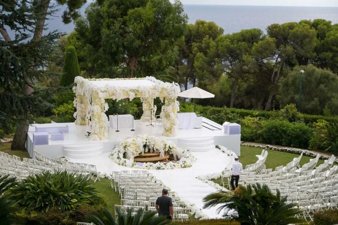 circular-aisle-wedding-ceremony