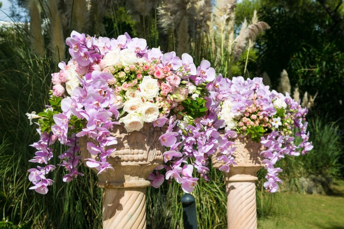 rose-and-orchid-flower-display