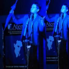 Alejandro Londoño realiza performance