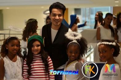 Alejandro Londoño con modelos de Formato Kids
