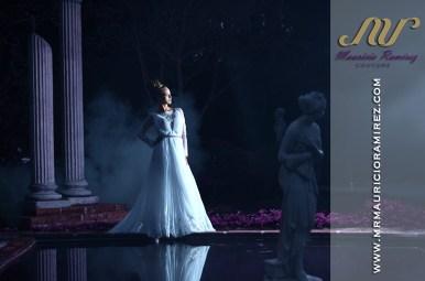 Scarlet Lipnik en campaña de Mauricio Ramírez couture