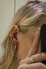 large_fustany-accessories-how-to-wear-ear-cuffs-and-hacks-10~1