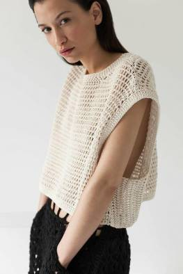 large_fustany-fashion-style-ideas-how-to-wear-crochet-outfit-ideas-11~1