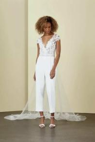 large_Fustany-Laid-back-Wedding-Dresses-to-Wear-to-Your-Beach-Wedding-004~1