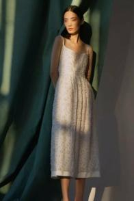 large_Fustany-Laid-back-Wedding-Dresses-to-Wear-to-Your-Beach-Wedding-007~1