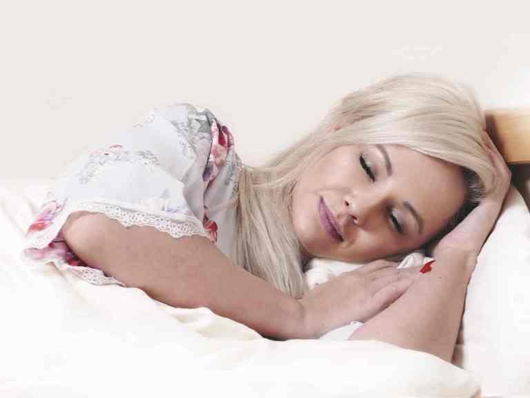 Как правильно лежать во время сна